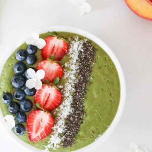 Peach-and-spinach-smoothie bowl